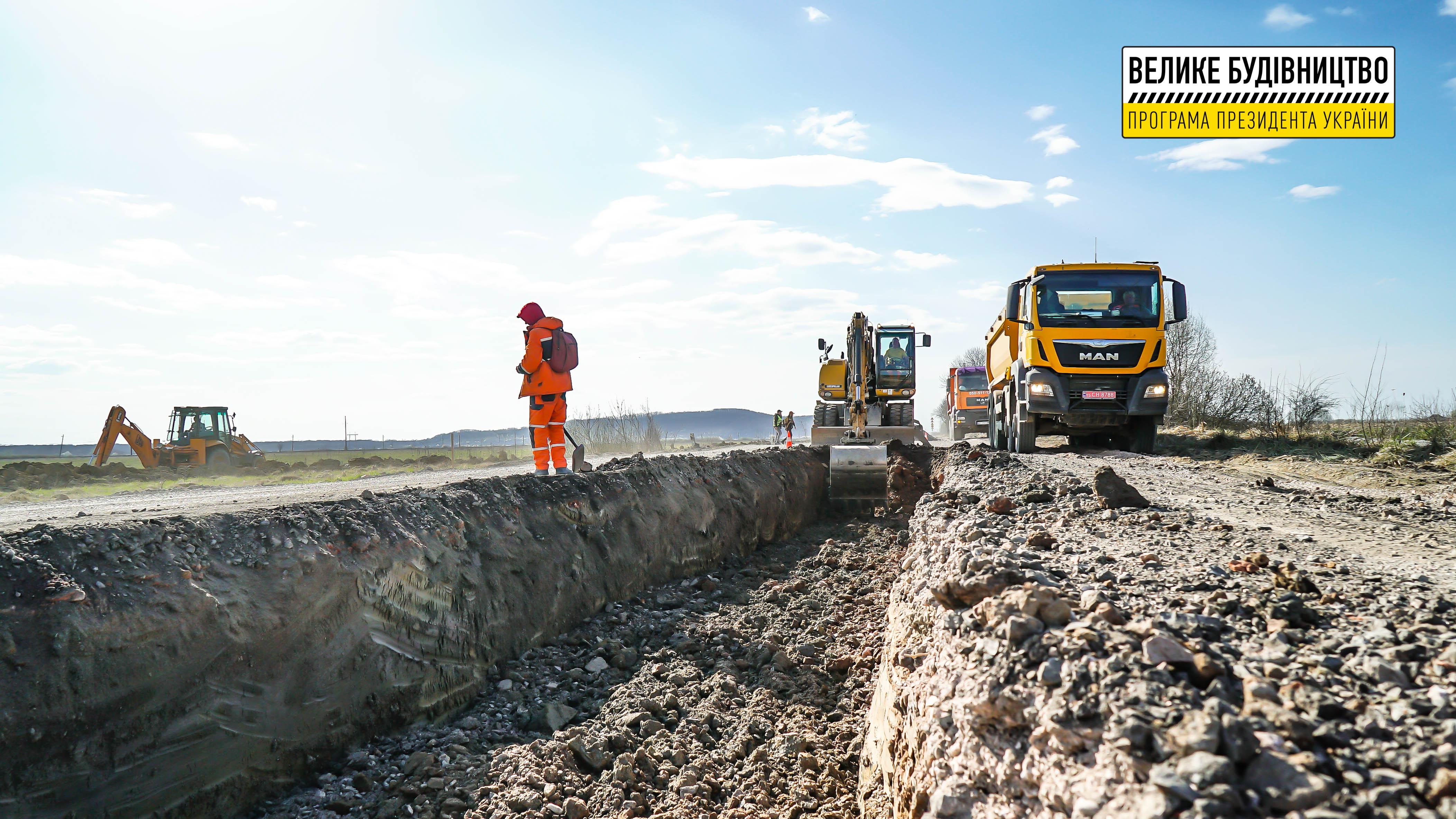 На дорозі «Соломоново» – Велика Добронь – Яноші працює понад пів сотні одиниць техніки