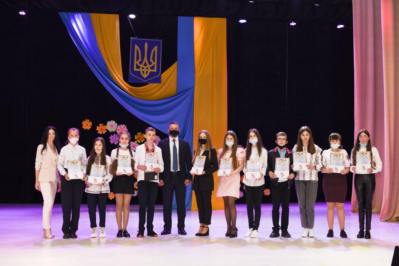 """""""Ці діти – творці завтрашнього дня, вони – наше світле майбутнє"""", - Ігор Шинкарюк нагородив переможців обласного конкурсу «Малюнок, вірш, лист до мами» та учасників експозиції до Великодніх свят"""