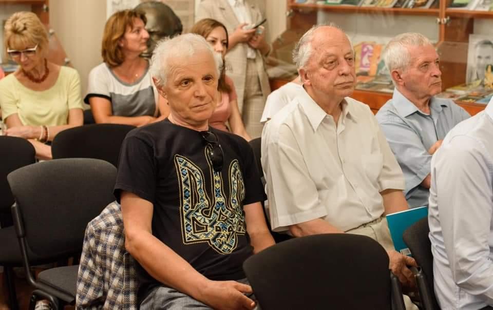"""""""Для нас, закарпатців, важливо знати й розуміти нашу історію. """", — в Ужгороді відкрили книжково-документальну виставку «На шляху до Незалежності»"""