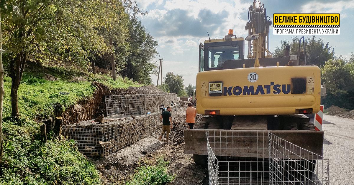 У Березові будують одразу три підпірні стінки з габіонів