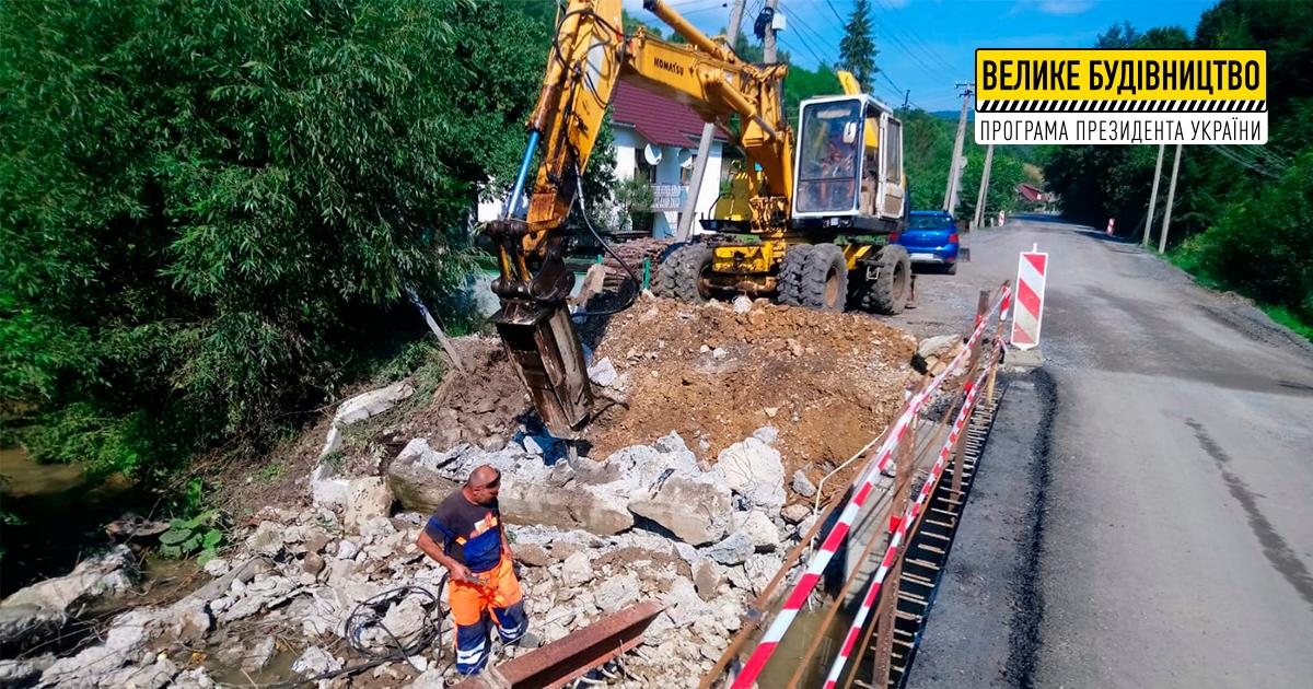 «Усі ці етапи вкрай важливі, адже ремонт мостiв – один із ключових елементів покращення дорожньої інфраструктури Закарпаття», – Мирослав Білецький.