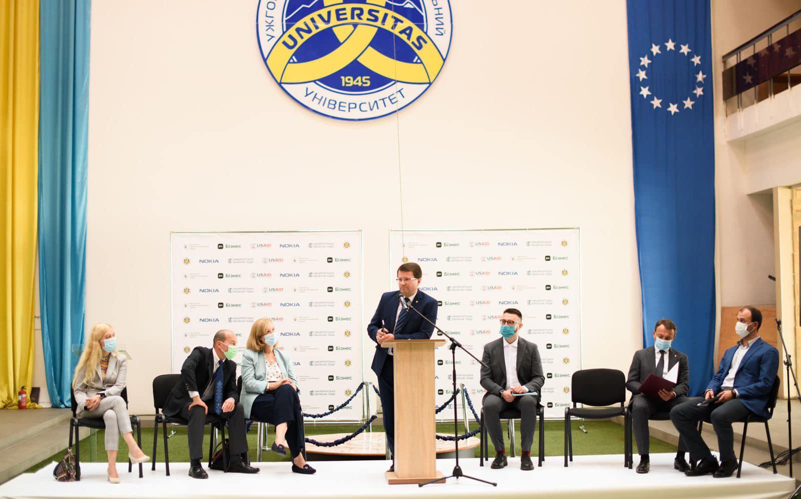 """""""Створення Центру – це крок назустріч бізнесу та нові потужні можливості"""", - в Ужгороді відкрили центр підтримки підприємців Дія.Бізнес"""