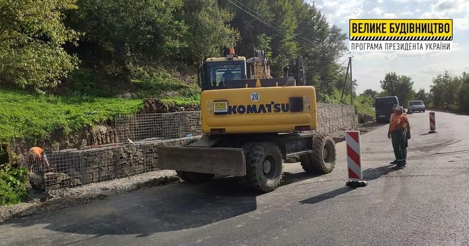 У селі Березово продовжують зводити підпірну габіонну конструкцію