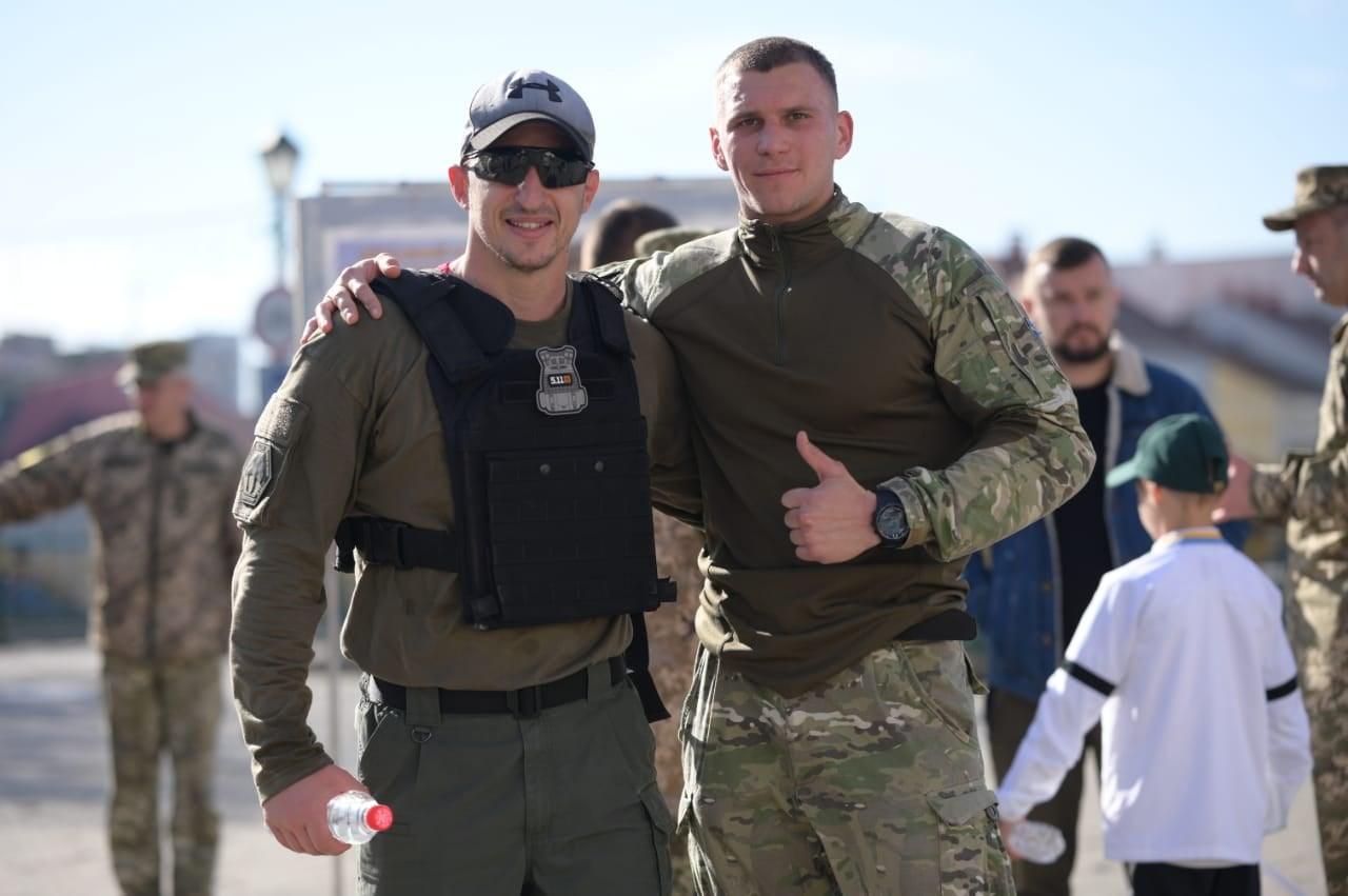 """""""Цією ініціативою хотіли показати, що ми завжди з героями, хоч і далеко від зони бойових дій"""", - в Ужгороді відбувся забіг з нагоди Дня захисників і захисниць України"""